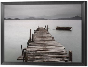 Gerahmtes Leinwandbild Mit Blick auf einen Pier und ein Boot, niedriger Sättigung