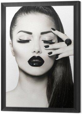 Gerahmtes Leinwandbild Schwarz und Weiß Brunette Girl Portrait. Trendy Caviar Manicure