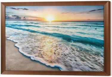 Gerahmtes Leinwandbild Sonnenaufgang über Strand in Cancun