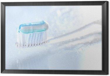 Gerahmtes Leinwandbild Sqweezed Zahnbürste auf weißem Hintergrund