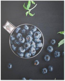 HD Poster Blueberry auf schwarzem Hintergrund. Draufsicht, flach lag