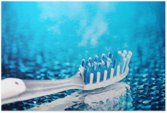 HD Poster Zahnbürste auf blauem Hintergrund mit Wassertropfen