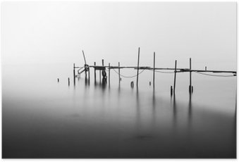 HD Poster En lång exponering av en förstörd Pier i mitten av den Sea.Processed i B