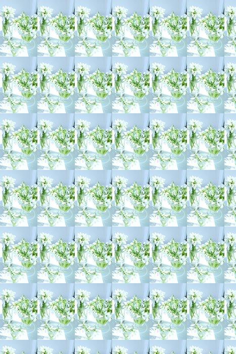 Papier Peint à Motifs Vinyle Beaux bouquets de perce-neige dans les vases sur rebord de fenêtre - Fleurs