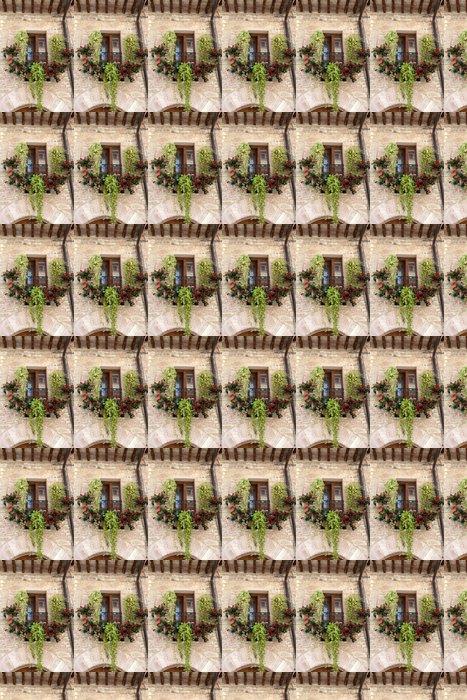 Vinylová Tapeta Květy visí na okna domu - Evropa