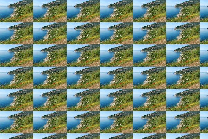 Vinylová Tapeta Krásné horské záliv s máky - Voda