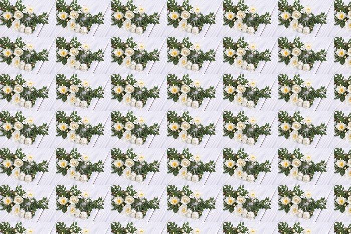 Vinylová Tapeta Bílá růže lezení na dřevěný stůl - Květiny