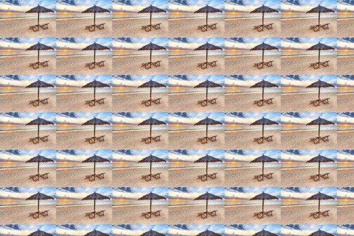Vinylová Tapeta Západ slunce pod slunečníkem na pláži v Thajsku - Prázdniny