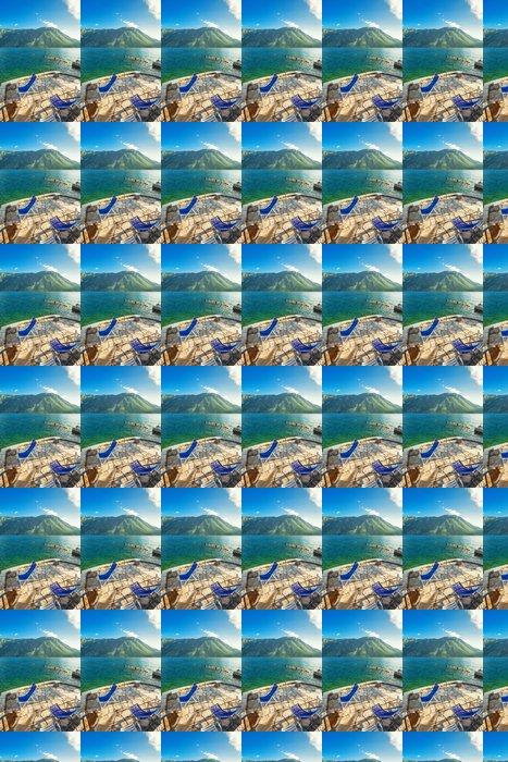 Vinylová Tapeta Nábřeží s výhledem na moře a hory - Hory