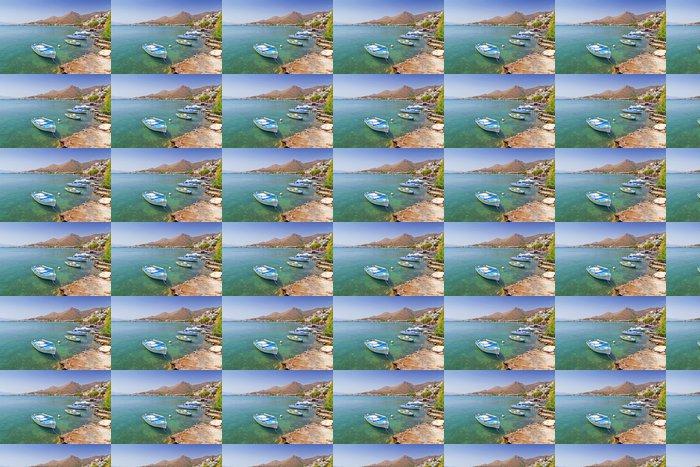 Vinylová Tapeta Malé rybářské čluny na pobřeží Kréty, Řecka - Evropa