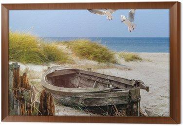 Ingelijst Canvas Altes Fischerboot, Möwen, Strand und Meer