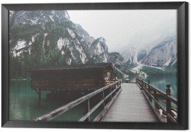 Ingelijst Canvas Houten steiger op Braies meer met bergen en trees__