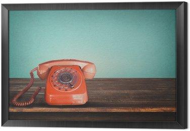 Ingelijst Canvas Oude retro rode telefoon op tafel met vintage groene pastel achtergrond