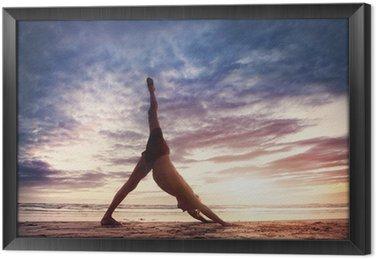 Ingelijst Canvas Yoga op het strand