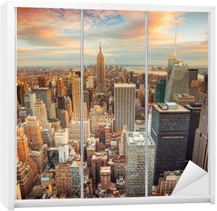 Kaststicker Sunset uitzicht op New York City kijkt uit over het centrum van Manhattan