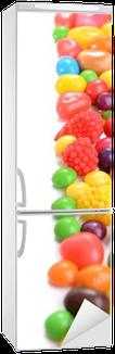 Kühlschrankaufkleber Verschiedene bunte Früchte Süßigkeiten close-up