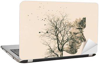 Laptop Sticker Dubbele blootstelling portret van een jonge vrouw en de herfst bomen.