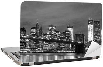 Laptopdekor Brooklyn Bridge och Manhattan horisont på natten, New York City