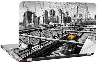 Laptopdekor Taxi cab korsar Brooklyn Bridge i New York