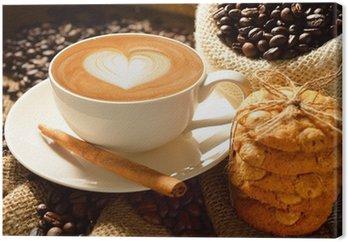 Leinwandbild Eine Tasse Café Latte mit Kaffeebohnen und Cookies