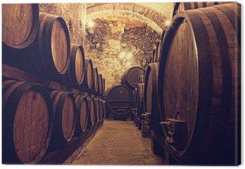 Leinwandbild Holzfässer mit Wein in einem Weinkeller, Italien
