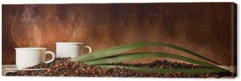 Leinwandbild Kaffeetasse mit Kaffeebohnen auf dem Tisch verstreut