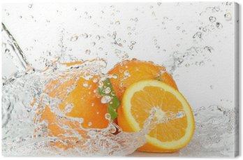 Leinwandbild Orange Früchte mit Spritzwasser