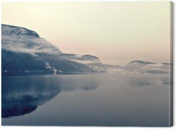 Leinwandbild Verschneite Winterlandschaft auf dem See in schwarz und weiß. Monochrome Bild im Retro-Vintage-Stil mit Soft-Fokus und rote Filter gefiltert; nostalgischen Konzept des Winters. Lake Bohinj, Slowenien.