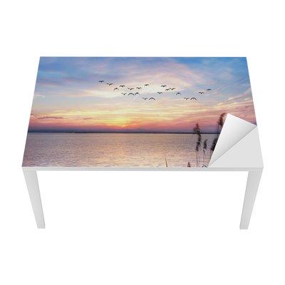 Masa Çıkartması El lago de las nubes de colores