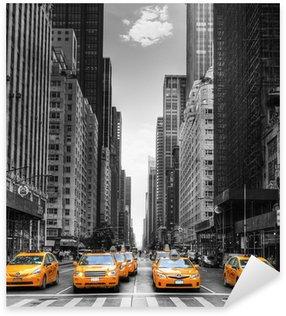 Naklejka Pixerstick Avenue z taksówki w Nowym Jorku.