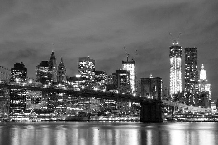 Naklejka Brooklyn Bridge i Manhattan Skyline w nocy, New York City -