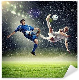 Naklejka Pixerstick Dwóch piłkarzy uderzając piłkę
