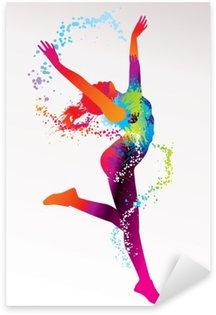 Naklejka Pixerstick Dziewczyna tańczy z kolorowymi plamami i odpryskami na bac światła