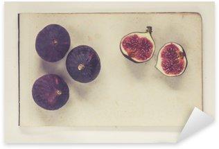 Naklejka Figi leżące na arkuszach papieru rocznika - naturalna historia styl książki