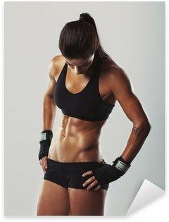 Naklejka Fitness kobieta odpoczywa po treningu
