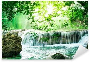 Naklejka Pixerstick Głębokie lasu wodospad w Tajlandii