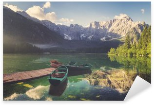 Naklejka Jezioro alpejskie o świcie, pięknie oświetlone góry, retro kolory, vintage__
