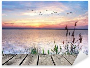 Naklejka Pixerstick Jezioro chmury kolory