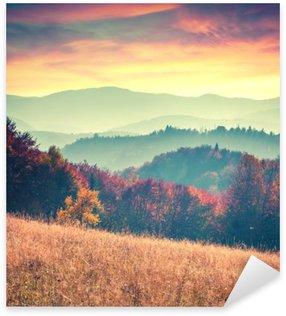 Naklejka Pixerstick Kolorowa jesień świt w Karpatach