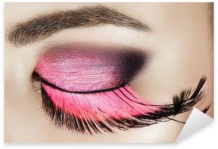 Naklejka Pixerstick Makro oko kobiety z różowym dymny cień do powiek