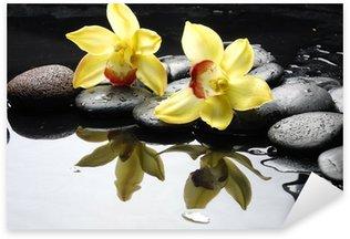 Naklejka Martwa natura z pomarańczowym orchidea z krople wody