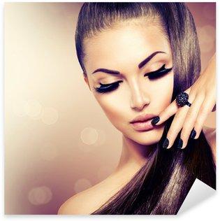 Naklejka Pixerstick Modelka piękna dziewczyna z długimi brązowe włosy zdrowe