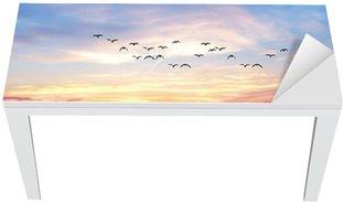 Naklejka na Biurko i Stół Jezioro chmury kolory
