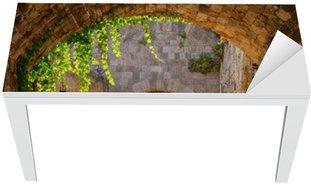 Naklejka na Biurko i Stół Średniowieczne łukowe ulica na starym mieście w Rodos, Grecja