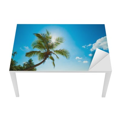 Naklejka na Biurko i Stół Tropikalna plaża w słońcu