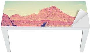 Naklejka na Biurko i Stół Vintage stonowanych zakrzywione autostrady pustyni, koncepcja podróży, USA