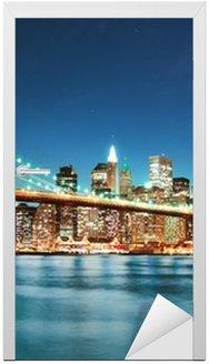 Naklejka na Drzwi Brooklyn Bridge w nocy