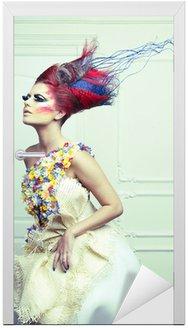 Dama z awangardowym włosy