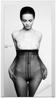 Naklejka na Drzwi Elegancka kobieta w rajstopach