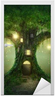 Naklejka na Drzwi Fantazja domek na drzewie